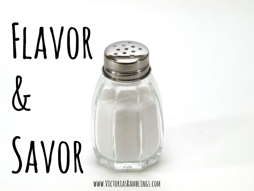 1280px-Salt_shaker_on_white_background
